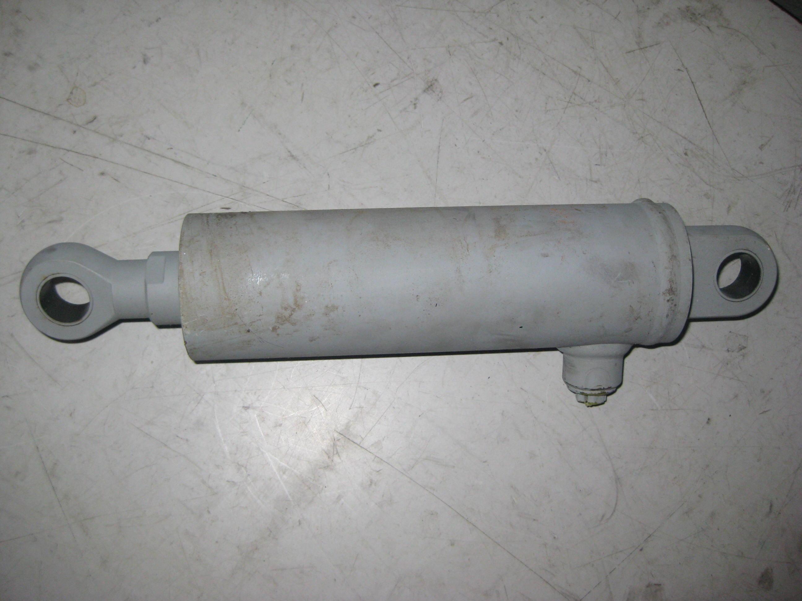 hydraulický válec radlice - naklápění 125, Multicar M25